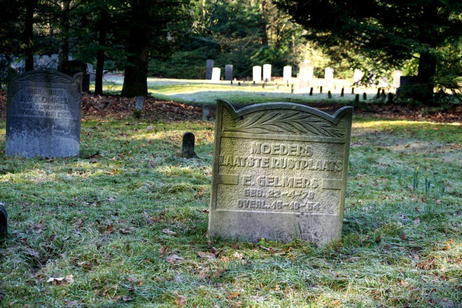 De stilte ligt om de hoek: Oude begraafplaats Ermelo